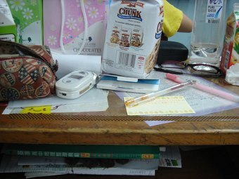 為什麼我桌子變這麼亂有一半的東西不是我的也
