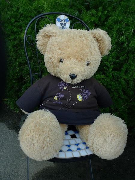 門口就有隻熊熊招呼你