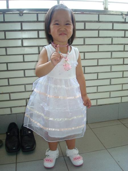 98.05.29-1穿小禮服.JPG