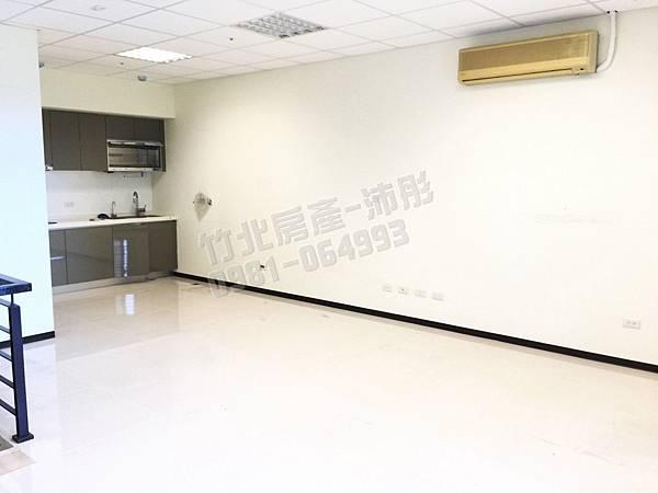 竹北高鐵-光立方店面