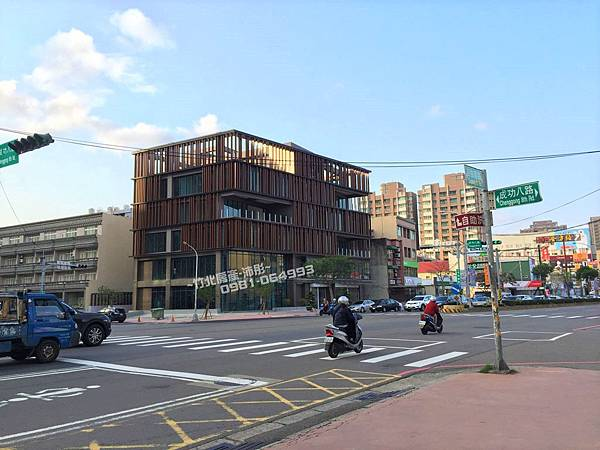 自強南路/成功八路【星巴克】快餐車道