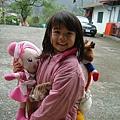 08.02.12妹妹背著洋娃娃