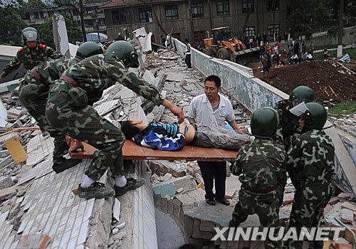 5月13日拍攝的四川省北川縣縣城被地震摧毀的建築物。新華社陳燮攝