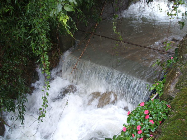 08.07.18平常乾涸的野溪在卡玫基台風後