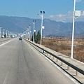 08.11.24東天的田埂與筆直的寬闊道路