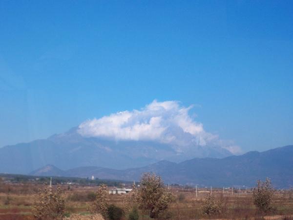 08.11.24被雲遮去的雪山