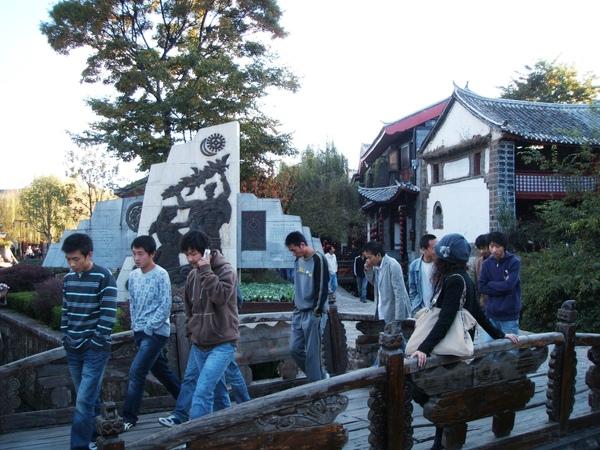 08.11.24麗江古城廣場前