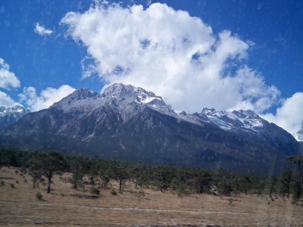 08.11.25玉水寨上方就是玉龍雪山