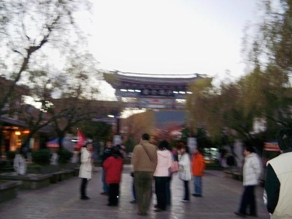 08.11.25傍晚的束河古鎮