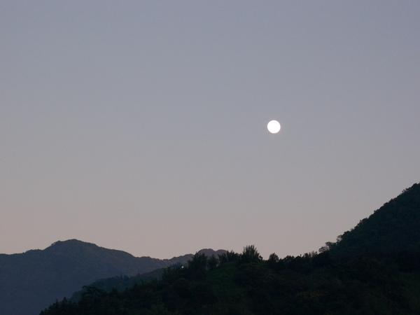 08.12.11傍晚最大月亮