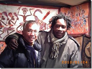 98-跟非洲飾品店老闆01