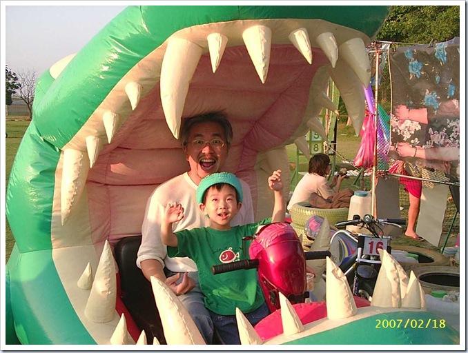 跟安安坐鱷魚車