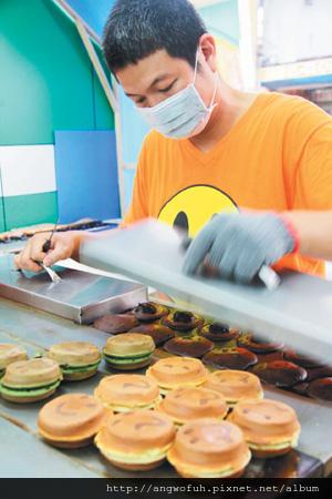 台中/微笑紅豆餅 通勤族排隊美食...............轉貼聯合報(有感)
