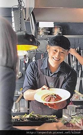 好命自己拼:型男主廚 在地食材混搭上菜 賣餐點也賣服務.........轉貼蘋果日報(有感)