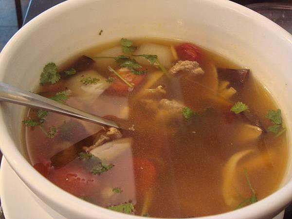 酸辣燉牛肉湯