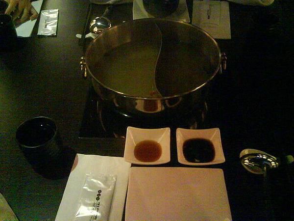 位於民生東路的一家精緻火鍋