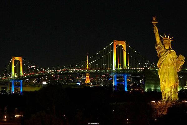 彩虹大橋~東京鐵塔~自由女神~連成一線!!!太酷惹^ ^