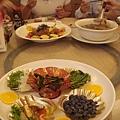 午餐...也豐盛...來宜蘭都吃得好滿足