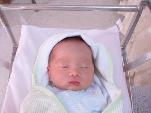 澄澄寶貝剛出生第四天喔~