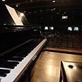 孤單的鋼琴,即將奏起離別曲...