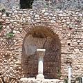 聖道旁的獻納像及寶庫
