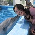 第一次跟海豚親親~