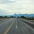 筆直的道路,把我們帶往Kalambaka