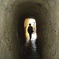 先穿過一條時光隧道