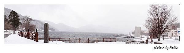 白茫茫的湖面