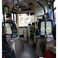 搭公車的步調很緩慢,只是乘客怎麼以老年人居多啊??