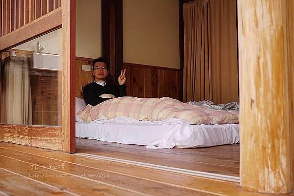 躺在床上看著戶外景色。悠閒~