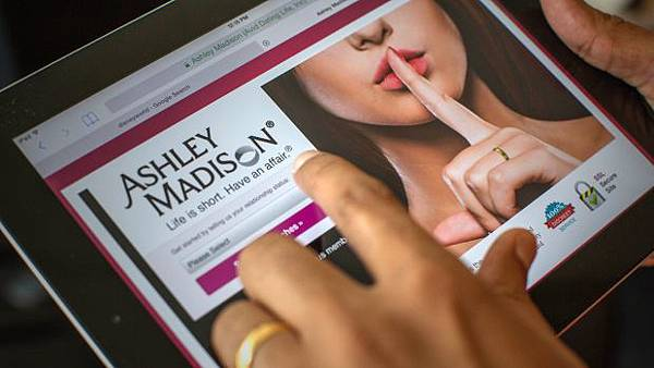 "外遇網站""Ashley Madison"""