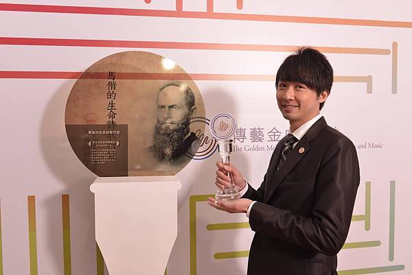 八角塔男聲合唱團的專輯「馬偕的生命詩歌行旅」得到傳藝金曲獎之最佳宗教音樂獎。領獎人: 鄭睦群團長