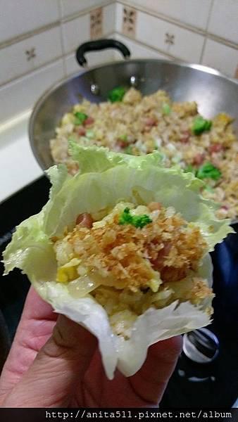 賽蝦鬆--生菜包炒飯