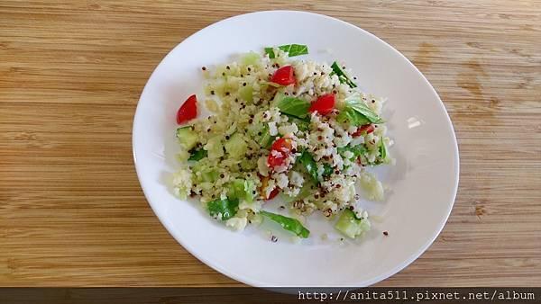 白花椰菜飯粒沙拉- - cauliflower rice salad