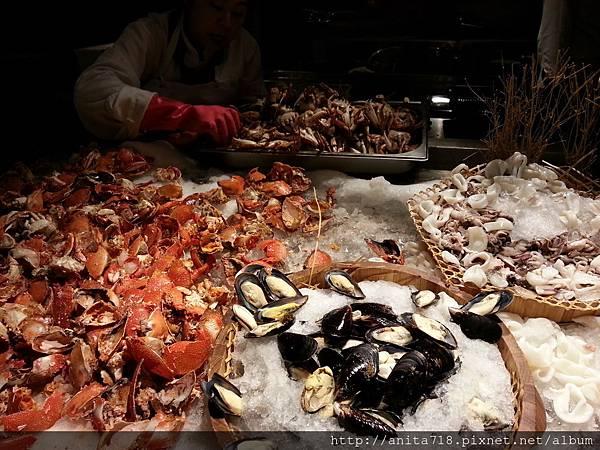 新鮮旭蟹,貽貝,透抽