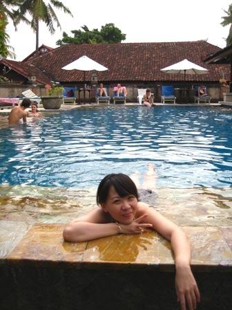 慵懶地泡一天的游泳池