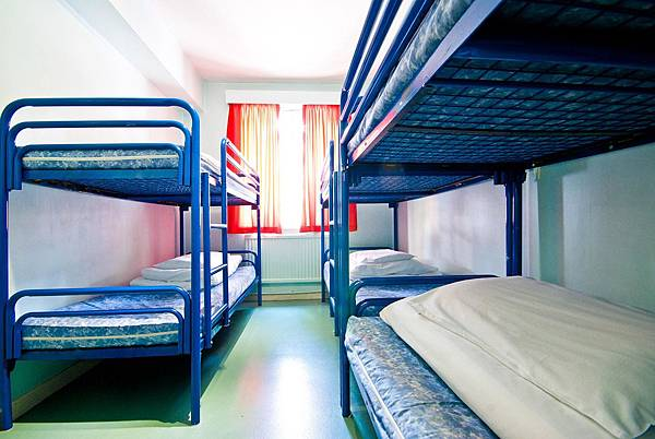 clink261-6bed-dorm-1