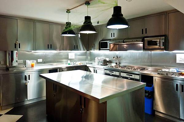 clink261-selfcatering-kitchen