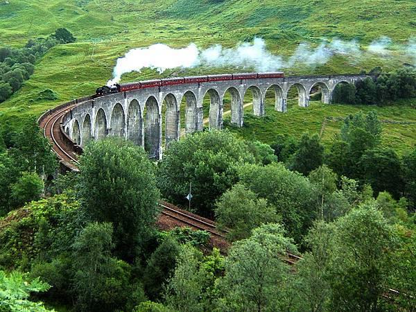 800px-Glenfinnan_Viaduct.jpg