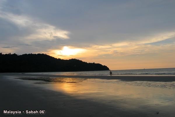 馬來西亞 沙巴 │ 6 公里長的白沙海灘線。