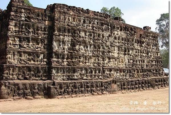 柬埔寨,鬥象台、癲王台、12生肖塔