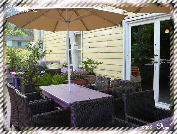餐廳外的小花園一角