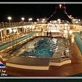 泳池晚上.JPG