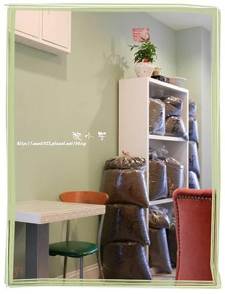 20110911烘焙者 成堆的咖啡豆.jpg