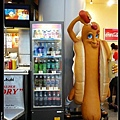 蕃茄醬自己加~上次是在沖繩國際通上看到,這次在機場看到。