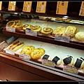 銀座木村屋在高島屋的櫃…肚子餓了,買一個來吃