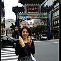 到中華街囉~上面還有慶祝中華民國國慶的布條