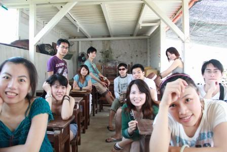 學堂內合照-2.jpg