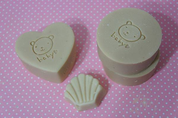 這款珍珠漾白母乳皂一直很得我疼:)
